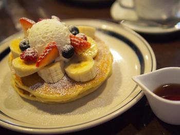 塩味の効いたパンケーキも人気。フルーツもたっぷりで嬉しいですね。