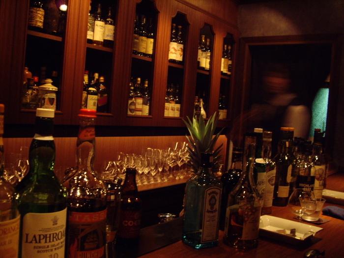 豊富なお酒が楽しめる大人の空間