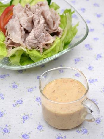 優しい味わいの豆乳ベースに、ごまのコクが美味しいドレッシング。豚しゃぶのタレにしたり、温野菜にかけても美味しくてヘルシー♪