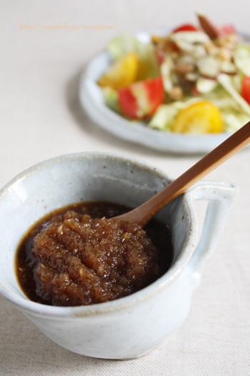 玉ねぎの甘さが美味しいオニオンドレッシングは、サラダはもちろん、焼いたお肉にかけても美味。お魚料理にもよく合いますよ!
