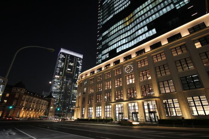 旧東京中央郵便局は、クラシカルな建物が多いこの界隈でひときわシンプルな建物です。近代的なKITTEと新旧の対比を感じられる独特な雰囲気です。