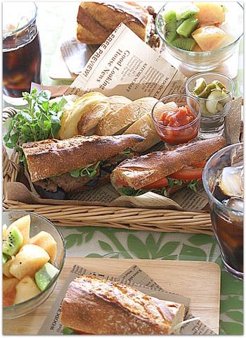 そんなオシャレなピクニックランチに是非おすすめしたいのが、ハード系のパンを使ったサンドイッチ。お野菜も取れてヘルシーで、見た目もとってもオシャレなんですよ。