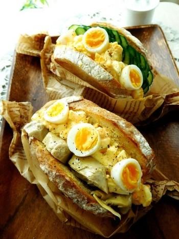 ハード系パンを使った、ボリュームたっぷりの卵サンド。豪快な卵の使い方で、ワクワクするようなランチボックスが出来上がりそう♪