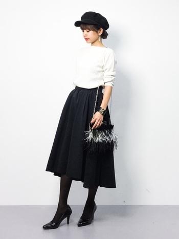 ふんわりシルエットのスカートは、ウエスト位置高めでボトムにINするとクラシカルな雰囲気に。シンプルにモノトーンで合わせると大人っぽい落ち着いた印象になりますよ。