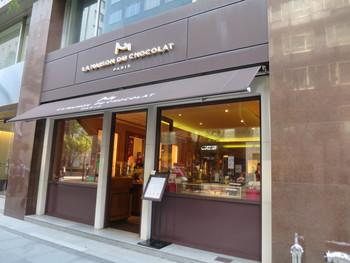 パリから日本に上陸して20年程の大御所のこちらも、新国際ビル1Fにお店を構えています。