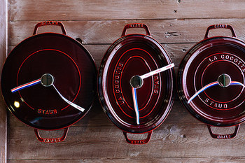 """ストウブ社の看板商品とも言える""""ピコ・ココット""""の特徴は「セルフ・ベイスティング・システム」!  そんな、世界の三ツ星シェフ達も愛用ストウブのココット料理をご紹介します♪"""