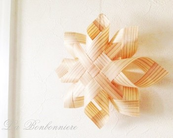 ★ 「北欧風オーナメント(白木)」・・・繊細な薄い杉の木で作った北欧風オーナメントです。ナチュラルな空間のアクセントにいかがでしょうか。