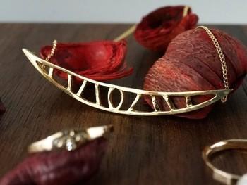 ★「ゴンドラ・ネックレス(ヴェネチアの小船)」・・・流れるようにゆっくりと運河を進むゴンドラ。モダンなデザインのネックレスになりました。