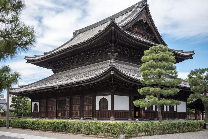 【明和二(1765)年 建立の「法堂」は、仏殿兼用の「拈華堂(ねんげどう)」。釈迦如来坐像と脇侍迦葉尊者・阿羅尊者が祀られている。】