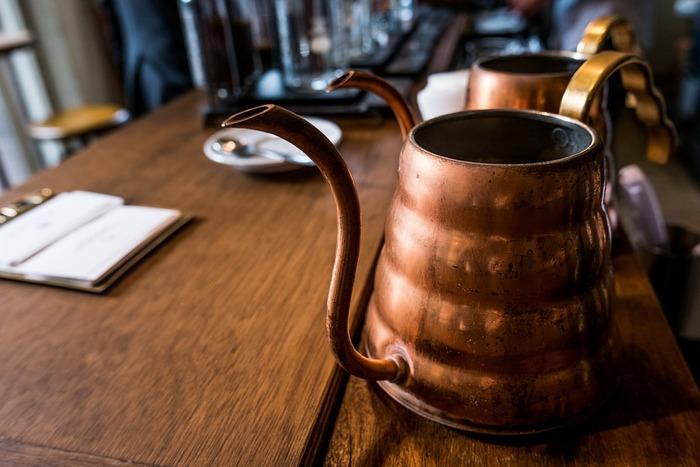 銅の特性としてまず挙げられるのが、熱伝導のよさ。全体に均一に火が通るので、焼きものはムラなくふっくらと、煮物は芯まで柔らかく仕上げることができます。