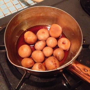 注ぎ口が付いているので汁物を直接器に注ぐ時にもとっても便利。煮物からお味噌汁、シチューなどの温め直しにもピッタリなサイズです♪
