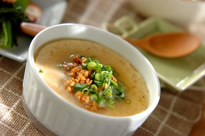 つるりと食べやすい茶碗蒸し。そぼろあんかけにすることで食べやすさはそのまま、ボリュームアップしたおかずににもなります。茶碗蒸しはレンジで作れるので、蒸してる間にコンロを圧迫しないのが嬉しいポイント。