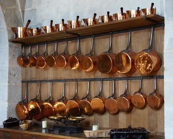 銅製品は、毎日の「ていねいに使って、片付ける」ことの積み重ねが、最大のお手入れ。特性をきちんと理解して使えば、難しいことはありません。