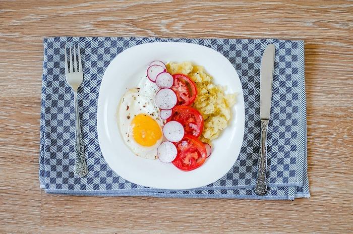 子どもから大人まで皆大好きな卵料理。焼いたり、茹でたり、生でと調理法によって味わいが変わって、洋食、和食、中華、エスニックなんでもござれ。  1年を通じて値段が安定しているので、家計にも優しい卵をもっと美味しく味わえる、おすすめ卵料理レシピをたっぷりご紹介しましょう。