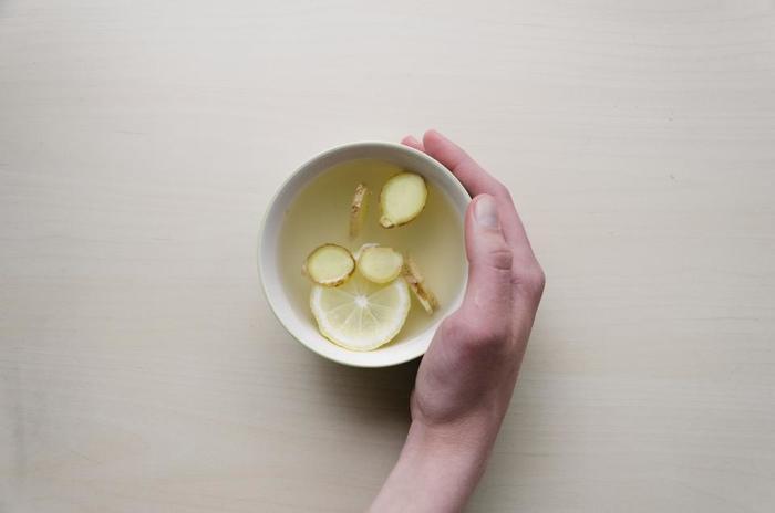 「気帯」タイプにおすすめする薬膳ドリンクは、市販のゆず茶としょうがのはちみつ漬けを紅茶で割って飲む「ゆずしょうが紅茶」。ゆずには気を巡らせる作用が。しょうがは体を温めて、胃の調子を整えてくれます。ゆずとしょうがのはちみつ漬けは自作しておくのもいいですよね ※写真はイメージです