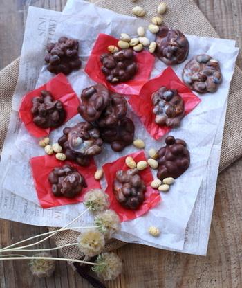 そのまま食べてもおいしい、カリカリ食感の福豆。チョコとも相性ぴったり♡節分の次はバレンタイン・・・とっても便利なリメイクアイデア!
