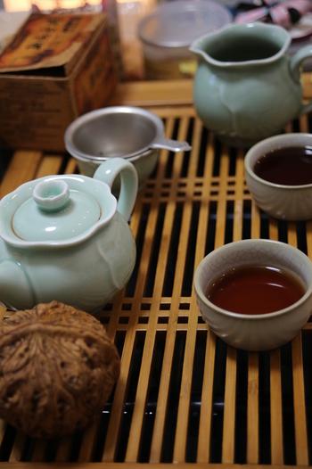 微生物によって発酵されているため、独特の風味や香りがあるプーアル茶。体を温める作用があるものです。同じく体を温める作用を持つ生姜をすりおろして入れてみてはいかがでしょうか。体が温まることで、体内の余計なものが外に出ていくことが期待できます。 ※写真はイメージです