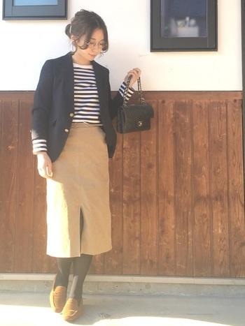 きれいめでまとめた冬のマリンスタイル。足元はローファーで軽やかに。