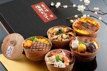 5種類(あなごめし・磯めし・海鮮めし・まぐろステーキ・鯛めし)のわっぱめしが入っています。