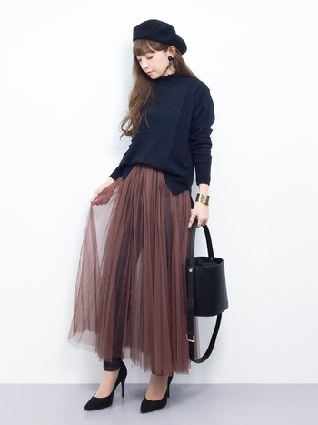 レーシーなチュールスカートがエレガント♪スカートはデニムの上から合わせているので、寒さ対策も万全です。