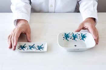 長角豆皿は薬味入れや、取り皿として。四方深鉢は深さがあるので、汁気のあるおかずも入れられますね。どちらも和にも洋にも合わせられる雰囲気を持っていて、盛り付けるお料理を考えるのも楽しみです。