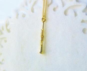 ★ 「クラリネットのネックレス」・・・クラリネットのディティールまで再現された可愛らしいネックレスです。クラリネットの軽快な音色が聞こえてきそうです。