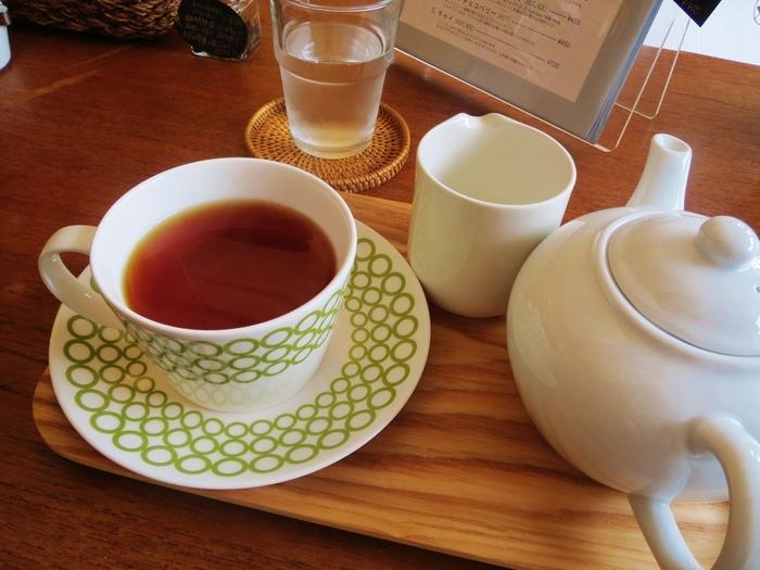 紅茶はティーポットで出てくるので、たっぷりといただけます。