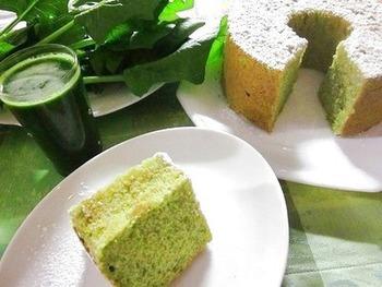 抹茶のような鮮やかなグリーンが美しいシフォンケーキは、実はホウレン草ペースト入り。バターなどの乳製品も使っていません。