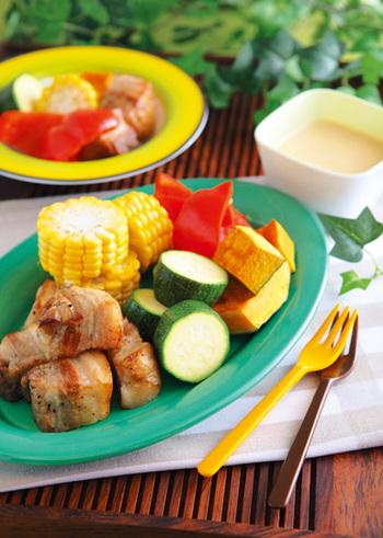 ヨーグルトとはちみつと合わせた味噌ディップは、とろりとしているのにさっぱりとしたお味。お肉にも野菜にもよくマッチします。