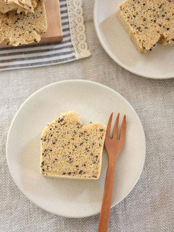 米粉と豆乳を使ったヘルシーなパウンドケーキ。味噌と黒ゴマの甘じょっぱさときなこの風味が、懐かしく優しい味わいです。