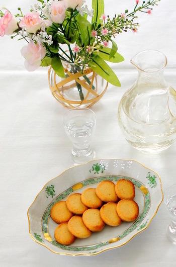 味噌×チーズのクッキーは、味噌のおかげでこっくり濃いお味になります。この和風クッキーは、日本酒片手にいかがでしょうか。