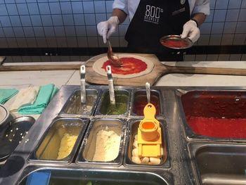 NYの次は、LA流をご紹介♪こちらのピザはイタリアの本格的なナポリの味を採用していますが、アメリカの文化も融合しています。LAで人気が高まり、日本にも上陸したアメリカ発のお店です。イタリア産のトマト、カリフォルニアから直送される新鮮なモッツァレラ、カプート社の小麦粉でできた手作り生地に、新鮮野菜やオリジナルレシピの具材を合わせて作られます。