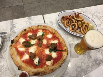 ここのピザは、ピザのベースになる部分からトッピングまで、お好みでカスタマイズできるところが特徴☆自分だけのオリジナルのピザを作ることができるのです♪サイドメニューも充実していますので、最高傑作を目指して何度も通ってみてはいかがでしょう。