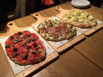 「ピンサ」と呼ばれる食べ物、これはピザの仲間なんです♪小麦粉だけでなく大豆粉や米粉などを生地に使っていてヘルシーなところが魅力☆「ピザよりも軽く食べられる」と、今イタリアではヘルシー志向の女性を中心に人気急上昇中なんですよ。健康志向の人もぜひ参考にしてみてくださいね。