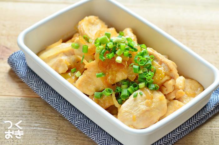 「鶏むね肉のはちみつしょうが焼き」の砂糖と塩を使った下ごしらえは、とっても参考になります◎ 甘辛タレとしょうがが効いた、飽きのこないお味。