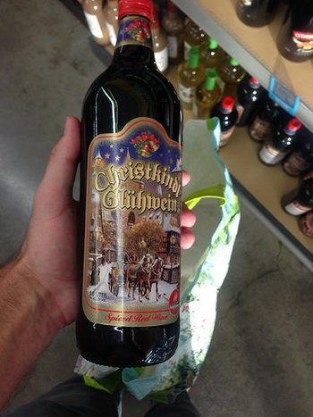 みんな大好きなグリューワイン! 11月の下旬ころから、スーパーや酒屋さんで瓶入りのグリューワインが売られはじめます。