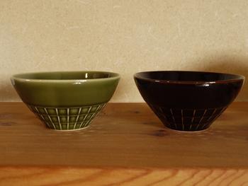 こちらは色違い。陶磁器の日本一の生産量を誇る美濃焼の産地・東濃地域にある瑞浪市で作られる品。古くから積み上げた経験、知識、技術で焼き上げられた上質な磁器なのです。