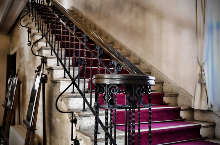 設計はアメリカ人建築家のJ.H.モーガン氏でスパニッシュスタイルのデザインを十分に楽しむことができます。