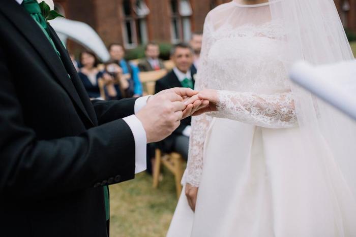 結婚式場として利用されることも多く、今も昔のまま、綺麗に手入れして保たれているガーデンウェディングがとても人気です。少人数のアットホームな結婚式に向いていると思います。
