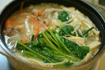 野菜たっぷりのあっさり味な鍋にぴったりのつけだれです。パンチをきかせた「スタミナつけだれ」でエネルギーチャージして明日も元気に乗り切りましょう!