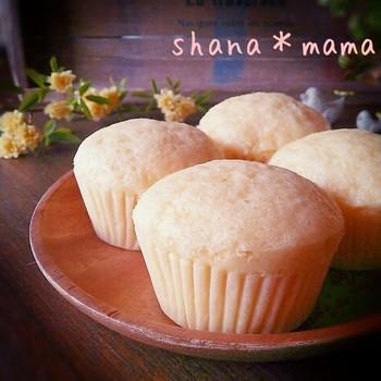 優しい塩気と甘さで、一口食べればほんわか幸せな気分に浸れるチーズ蒸しパン。