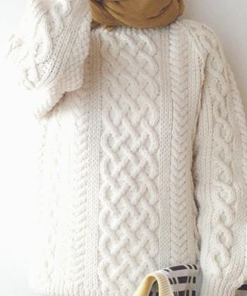 ハンドメイドセーターのロールスロイスと言われるインバーアランのセーターは、熟練したA級のニッターが製作しています。  「ニットのセーター」といわれて多くの人が頭に描く様子の「1A」。トラディショナルであり、ラフである、そんな美しさがありますね。