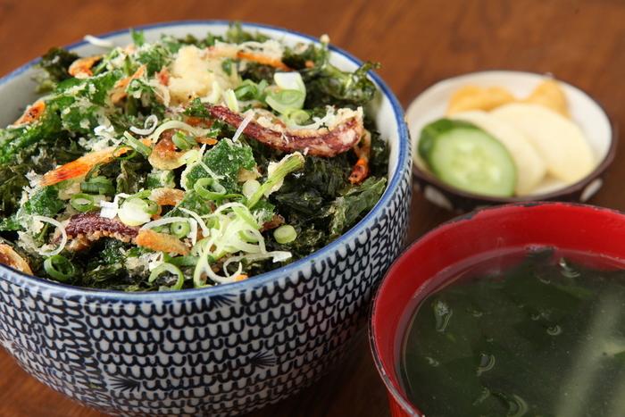 伊豆の名産、明日葉(あしたば)のかき揚げと海苔の風味が絶妙です!