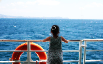 首都圏から近いので、気軽に遊びに行けるのが「初島(はつしま)」の魅力ですね。  皆さんもぜひ島ならではのゆったりした時間の流れを堪能し、日ごろの疲れを癒してみてはいかがでしょうか。