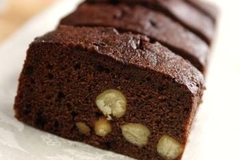 チョコレート不使用で、無糖ココアを使っています。ヘルシーな材料ばかりを使用した、体を気づかう人に贈りたいブラウニーです。