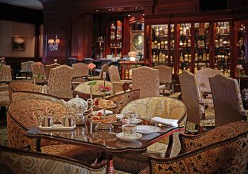 ザ・ロビーラウンジは、高級ホテル「ザ・リッツ・カールトン大阪」館内にあるカフェレストランです。
