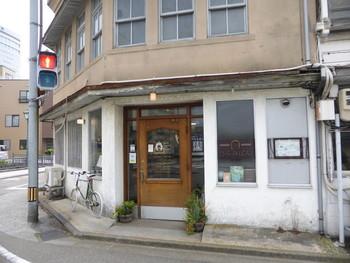 大正時代の鉄工所跡の建物をリノベーションした「ブラッスリー・カフェ ひらみぱん」。ノスタルジックな雰囲気が魅力的です。