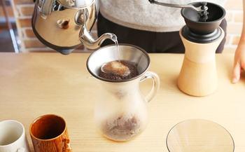 キントーのコーヒードリッパーの一番の特徴は、何と言ってもステンレスフィルター。 ペーパーフィルターを使わないからエコである上に、コーヒーのうまみを余す事なく抽出してくれます。