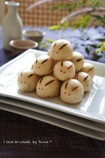 ふわりと日本酒が香る昔ながらのおまんじゅう。サツマイモの中の柚子コショウがきりりとアクセントになる、オリジナルなお味です。