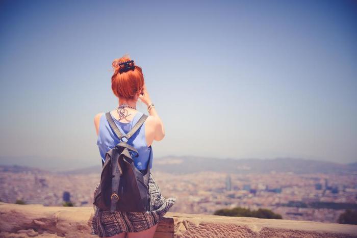 旅。なんて素敵な響きなのでしょう!そこへ足を運び、匂いを嗅ぎ、食を味わい、人々とふれあう。素敵な人生の一コマ。ドキドキとワクワク。そしてちょっぴりの不安をバッグに詰め込んだら、さあ、いつもよりちょっぴり長めの旅にでてみませんか?